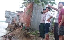 Nước xóa sổ bốn nhà dân cuối sông Trà Khúc