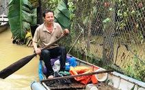 Người đàn ông chèo ghe cứu 15 người trong lũ dữ