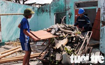 Cùng Tuổi Trẻ dựng lại mái nhà cho đồng bào vùng bão