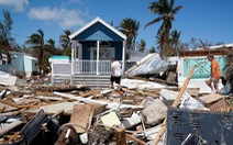 Người Mỹ trả hơn 700.000 đồng mỗi giờ dọn nhà sau bão