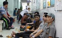 Hàng trăm công nhân nhập viện sau bữa ăn chiều