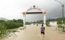 Clip mưa lũ gây chia cắt nhiều địa bàn của tỉnh Phú Yên