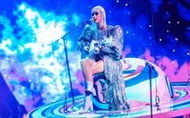 Katy Perry diện ba thiết kế của Công Trí trong tour diễn