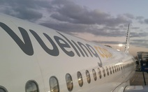 Overbook, hàng không nước ngoài đối xử thế nào với khách Việt?