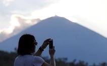 Bali hồi hộp chờ núi lửa phun trào