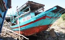 Nhiều tàu cá 'mắc cạn' sau bão, ngư dân khốn đốn