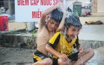 Dân vùng bão 'khát' nước sạch