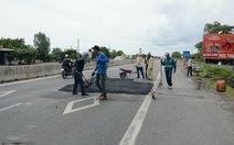 Đang bảo trì, quốc lộ 1 qua Bình Thuận đã dặm vá tan nát