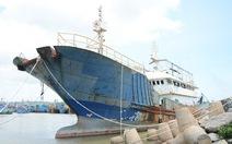 Tìm chủ 'con tàu ma' trôi trên biển Bình Thuận
