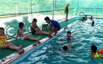 'Hồ bơi phổ cập' của thầy Chơn