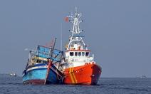 Vượt hơn 100km biển trong áp thấp, đưa 10 ngư dân vào bờ