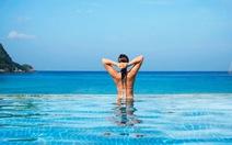 Đi Bali tắm ở bể bơi đáy kính trên vách đá