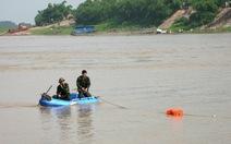 Hà Nội cấm tàu thuyền, trục vớt quả bom dưới chân cầu Long Biên