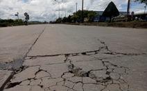 Tác nghiệp quốc lộ hư hỏng, phóng viên bị dọa đập máy ảnh