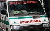 Học sinh tiểu học rơi từ tầng 2 xuống đất, chấn thương sọ não