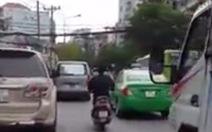 Đã bắt được đối tượng điên cuồng chặt kính xe hơi tại TP.HCM