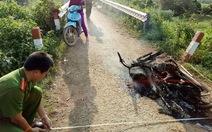 Bị phát hiện chở gỗ lậu, lâm tặc tự đốt xe tẩu thoát