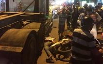 Một người đàn ông chết dưới bánh xe đầu kéo container