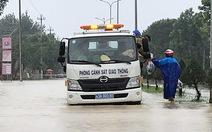Lũ dâng cao, quốc lộ 1 qua Đà Nẵng - Quảng Nam tắc nghẽn