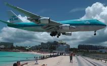 Nữ du khách thiệt mạng vì đứng gần máy bay cất cánh