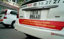Sau Hà Nội, đến lượt taxi ở Sài Gòn dán biểu ngữ phản đối Uber - Grab
