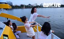 TP.HCM miễn phí buýt sông cho người già và trẻ em
