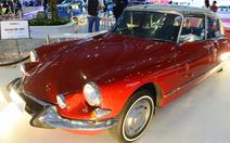 Xe hơi cổ thập niên 40, 60 'tái xuất' bóng loáng tại Sài Gòn