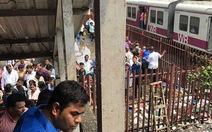 Sợ xe lửa tông nhau, hành khách giẫm đạp khiến 70 người bị thương vong