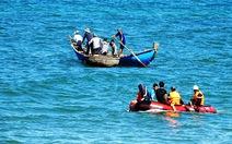 Giám đốc Ban quản lý cảng cá Quảng Ngãi mất tích khi tắm biển