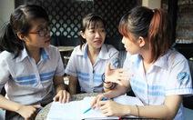 Nhóm sinh viên dạy học sinh xài tiền