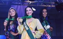 Hà Thu giành huy chương vàng trang phục dạo biển