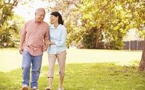 Làm gì để nâng cao sức khoẻ cho người già?