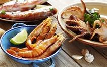 Tại sao một số người ăn hải sản lại dễ bị dị ứng?