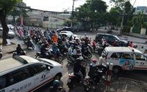 Tiếc gì đèn giao thông, để xe cộ hỗn loạn?