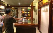 Tạm thu giữ một số sản phẩm tại tiệm Khaisilk ở Hà Nội