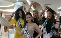 Khánh Ngân tặng 80 chiếc nón ở Hoa hậu Toàn cầu 2017