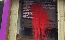 Tiệm spa liên tục bị 'khủng bố' bằng sơn, mắm tôm