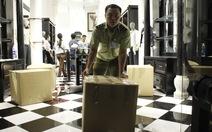 Tạm giữ hơn 1.000 sản phẩm tại cửa hàng Khaisilk ở TP.HCM