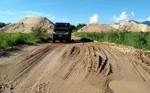 Lấy tiền ngân sách làm đường cho doanh nghiệp khai thác cát