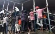 Video giẫm đạp khiến ít nhất 22 người thiệt mạng tại Ấn Độ