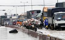 Biên Hòa mưa lớn, nhiều tuyến đường ngập sâu