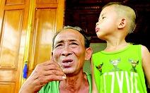 Người cựu binh già giúp dân trong bão