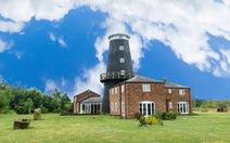 Ghé thăm ngôi nhà được cải tạo từ cối xay gió cổ ở Anh