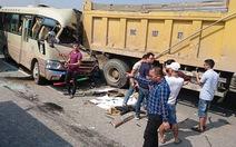 Xe khách tông đuôi xe tải, tài xế chết, nhiều khách bị thương