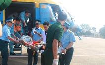 Trực thăng đưa ngư dân từ đảo Sinh Tồn về TP.HCM cấp cứu
