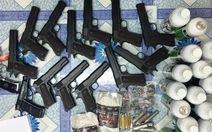 Bắt thanh niên bán hàng trăm khẩu súng
