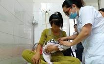 Em bé 7 tháng tuổi bị bỏ rơi trở về vòng tay mẹ