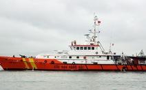 Tìm thấy hai ngư dân rơi xuống biển còn sống sót