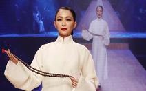 Diệu Fashion show và khi áo dài trên nền nhạc Trịnh