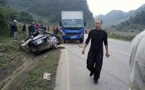 Xe hơi và xe tải đụng nhau, 4 người tử vong